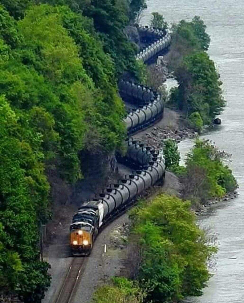 پیچ و خم کم نظیر ریل قطار که در نوع خود جالب است