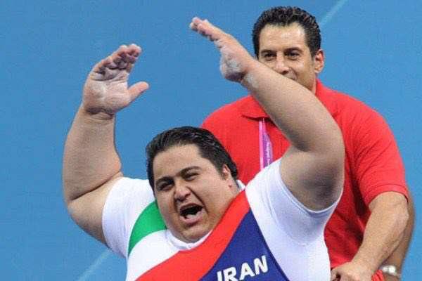 سایت کمیته بینالمللی پارالمپیک: سیامند رحمان معادل وزن ۲ یخچال وزنه میزند!