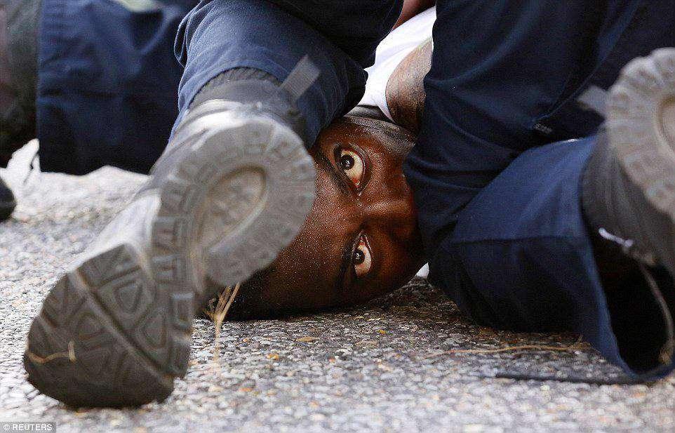 در جریان ناآرامیهای 2 روز گذشته در آمریکا در اعتراض به تبعیض نژادی و خشونت پلیس علیه سیاهان 200 نفر بازداشت و 21 پلیس مجروح شدند