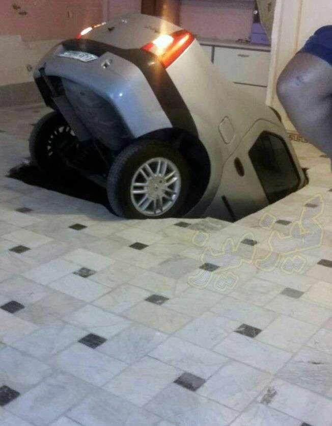 فرو رفتن ماشین در پارکینگ یک ساختمان/ تهران