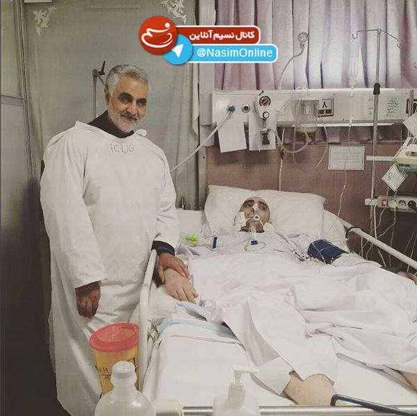 """عیادت سردار سلیمانی از ا""""بوالفضل کاکاوند"""" در بیمارستان خاتم الانبیاء"""