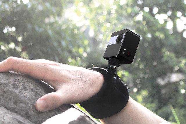 کوچکترین دوربین 360 درجه جهان |  دوربین Nico360 با ارتفاع 46 میلیمتر و وزن 96 گرم، کوچکترین دوربین 360 درجه جهان است