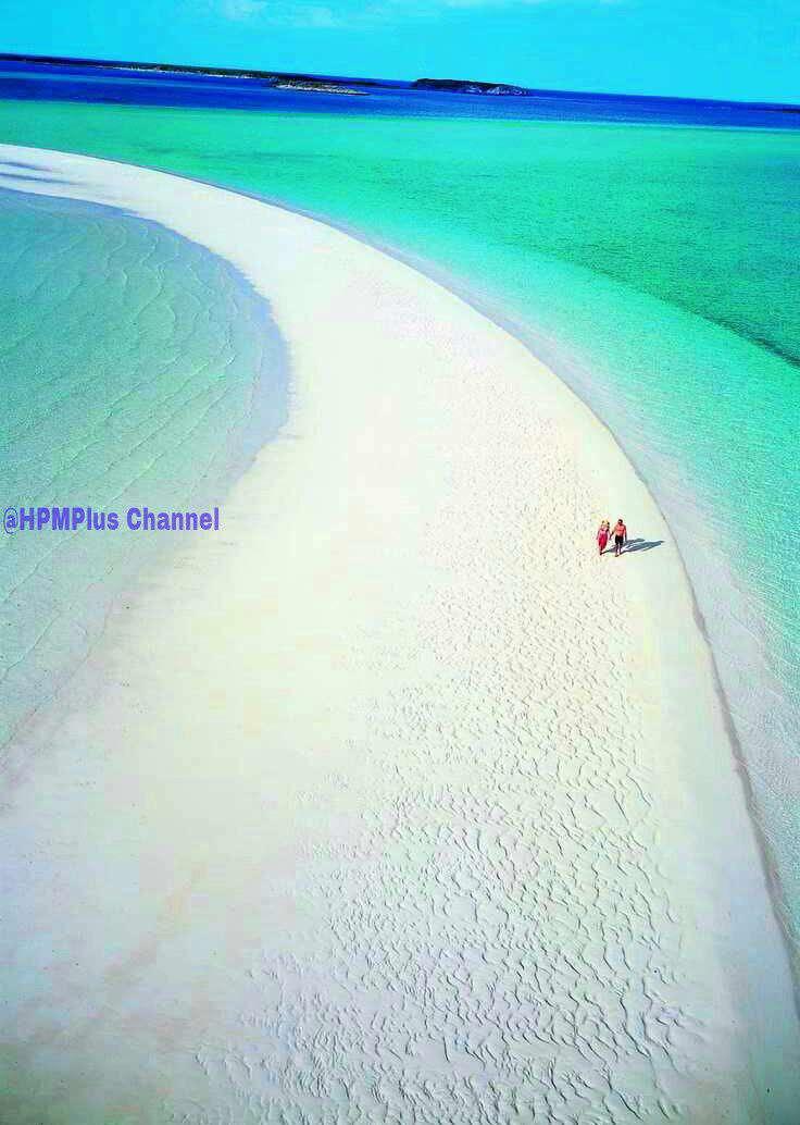 ساحل سفید در میان ابهای زلال جزیره موشا در منطقه باهاما، لوکس ترین جزیره خصوصی جهان