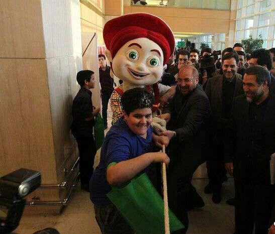 شهردار تهران در مسابقه طناب کشی در جمع ایتام