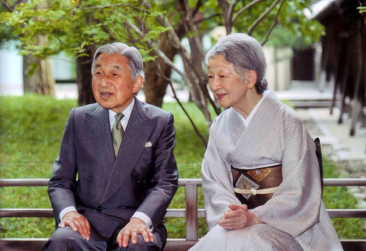 امپراتور ژاپن اعلام کرد که به دلیل کهولت سن قصد دارد سلطنت را ترک کند
