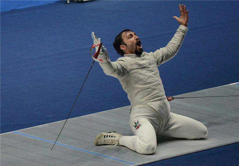 مجتبی عابدینی با برتری ۱۵ بر ۹ برابر حریف اوکراینی خود به مرحله بعدی مسابقات شمشیر بازی اسلحه سابر المپیک صعود کرد.