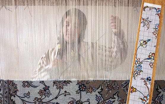 نقش قاليهاي دستبافت در اشتغال زنان تركمن صحرا