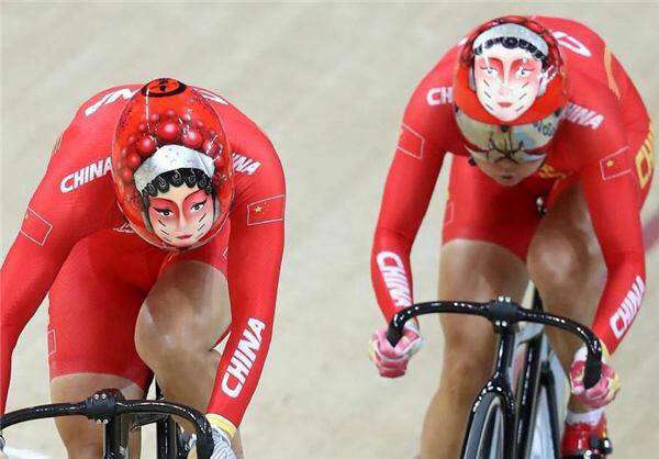 کلاههای عجیب تیم دوچرخهسواری چین
