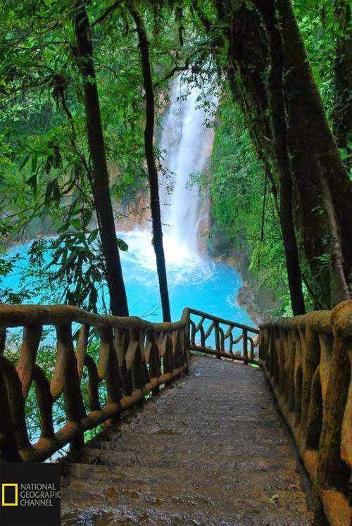 آبشار شگفت انگیر ریو سلست در کشور کاستاریکا