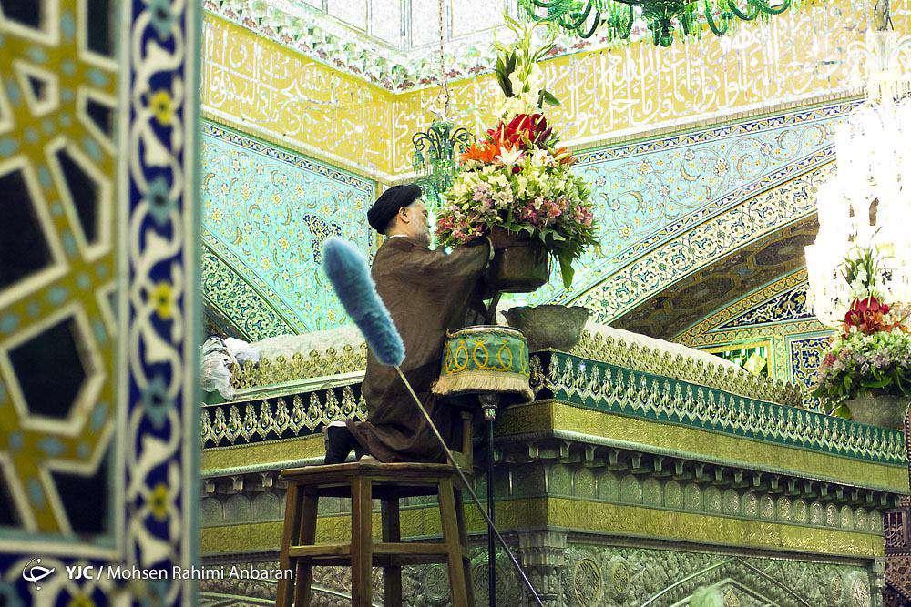 مراسم تعویض گلهای فوق ضریح مطهر امام رضا علیه السلام