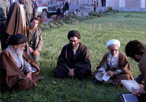 تصویری کمتر دیده شده از حضرت آیتالله خامنهای، آیتالله جنتی و شهید آیتالله مدنی در مسیر بازدید از جبههها