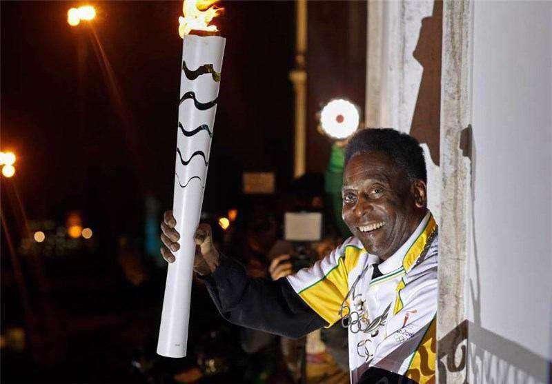 مشعل المپیک ریو 2016 در شهر سانتوس برزیل به اسطوره فوتبال جهان «پله» رسید