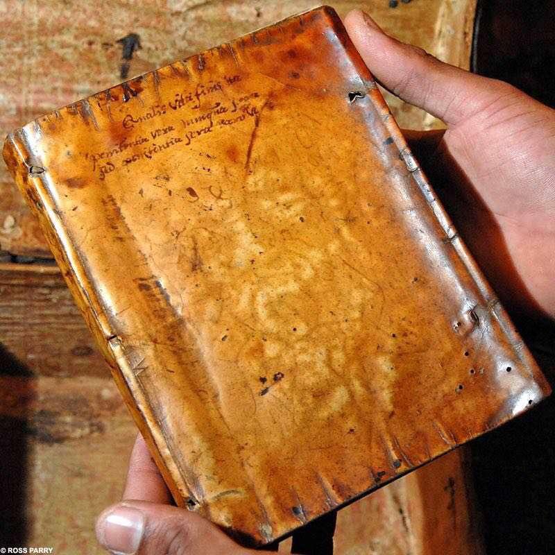 در کتابخانه دانشگاه هاروارد، چهار کتاب قدیمی  مربوط به قرن ١٧ ميلادي وجود دارد که جلد آنها از پوست انسان ساخته شده است...!
