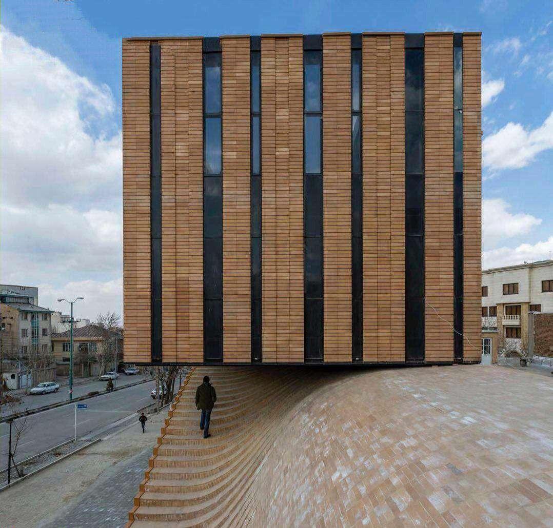 ساختمان فوق العاده زیبا در همدان