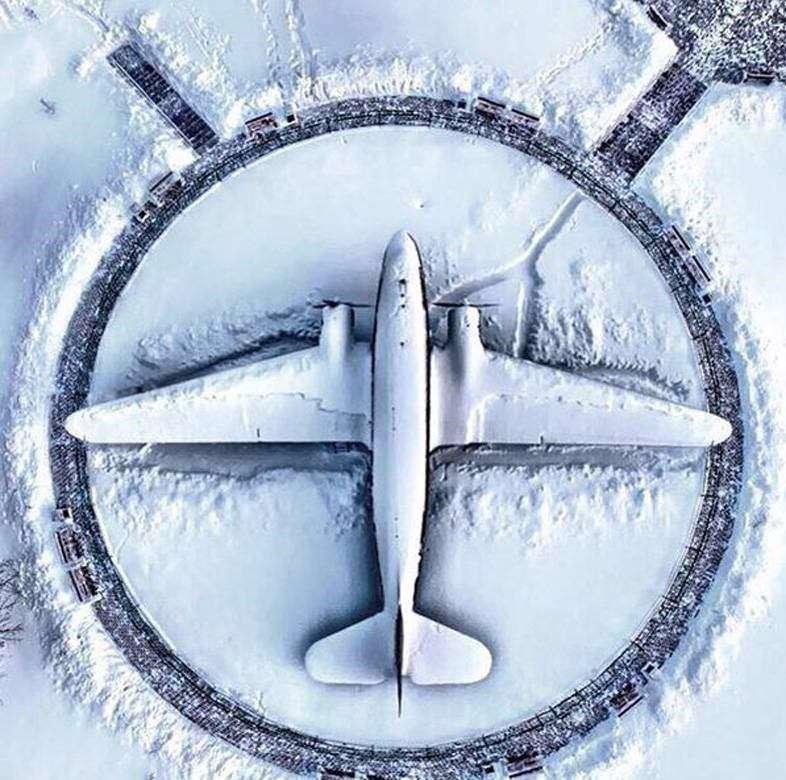 یک روز برفی در فرودگاه مینسک بلاروس