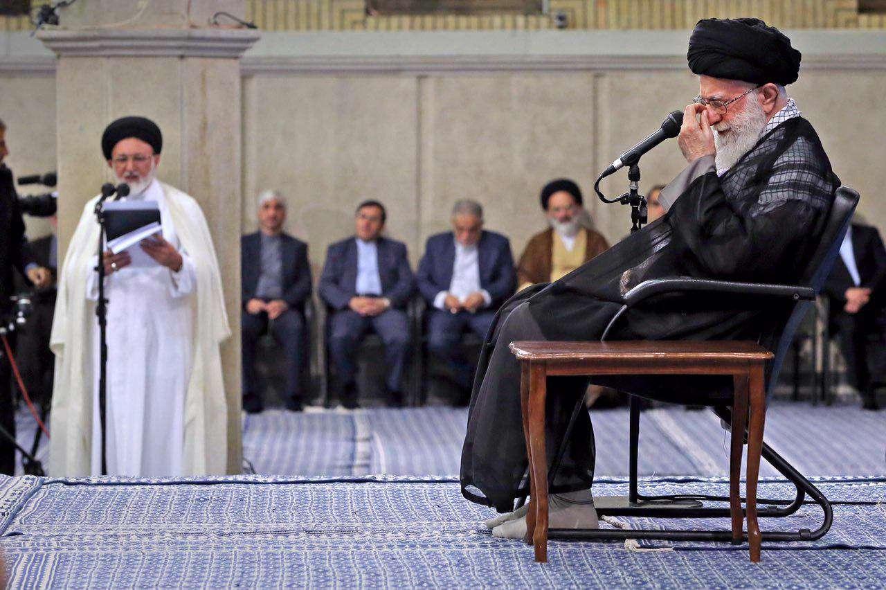 تأثر رهبر انقلاب در دیدار امروز، هنگام شنيدن ارائه گزارش درباره فاجعه منا و شهدای منا