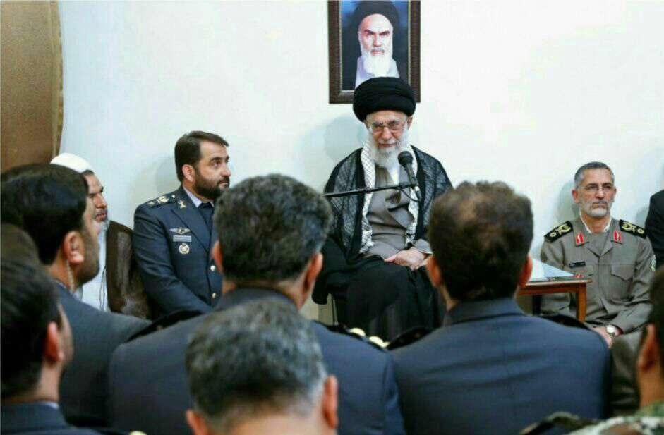 رهبر انقلاب اسلامی در دیدار فرماندهان قرارگاه پدافند هوایی: دشمن باید بفهمد اگر تهاجم کند، ضربه محکمی خواهد خورد