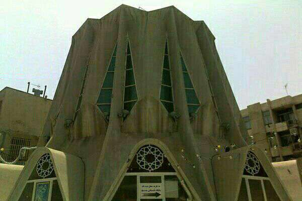 مسجدی در تهران که هوا را تصفیه میکند  مسجدالجواد(ع) واقع در میدان هفت تیر جزو مساجد مدرن ایران است. نمای این مسجد با رنگ تصفیهکننده هوا رنگ آمیزی شده است.