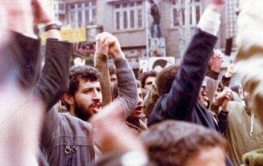 علی پروین و محمد مایلی کهن در تظاهرات انقلاب اسلامی سال۵۷
