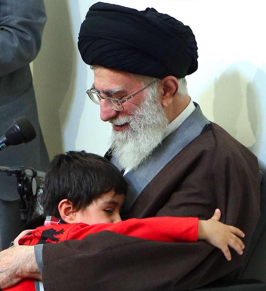 فرزند شهید شیرخانی از شهدای مدافع حرم در آغوش رهبرانقلاب