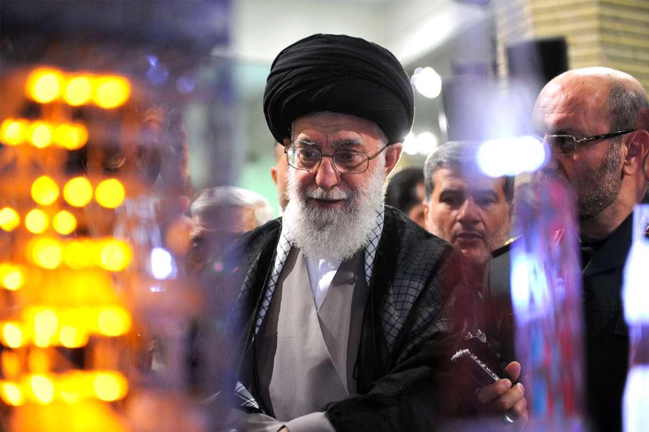 نمایشگاه دستاوردهای وزارت دفاع در حسینیهی امام خمینی(ره)