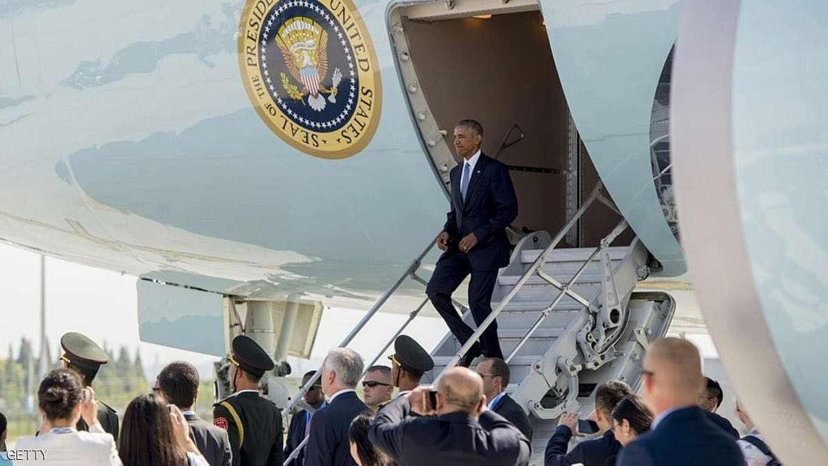 استقبال توهین آمیز از اوباما در فرودگاه هانگژوی چین / به دلیل عدم تهیه پلکان تشریفاتی، اوباما مجبور شد از پله اضطراری قسمت عقب هواپیما پیاده شود