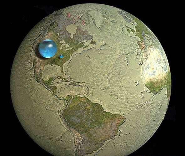 کرهی زمین بدون آب. قطرهای که مشاهده میکنید در واقع مقدار کل آبهای کرهی زمین و قطره کوچک، آبهای شیرین آن است