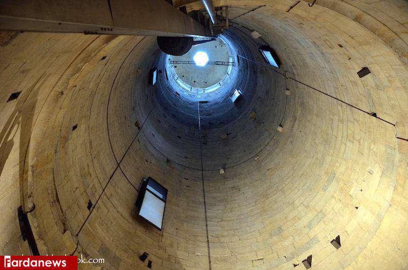 نمایی از درون برج کج پیزا