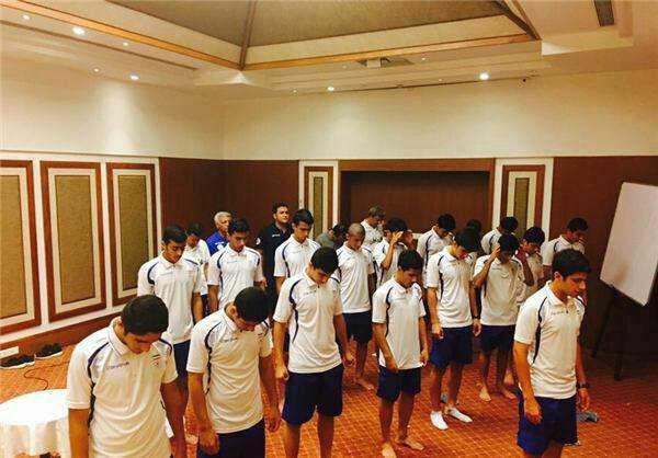 نماز شكر تيم ملى فوتبال نوجوانان ایران بعد از پيروزى برابر ويتنام و صعود به جام جهانی