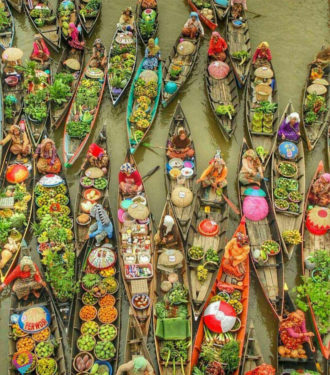 بازارهاي فروش ميوه هاي محلي در قايق و رودخانه در کشورهای آسیای جنوب شرقی