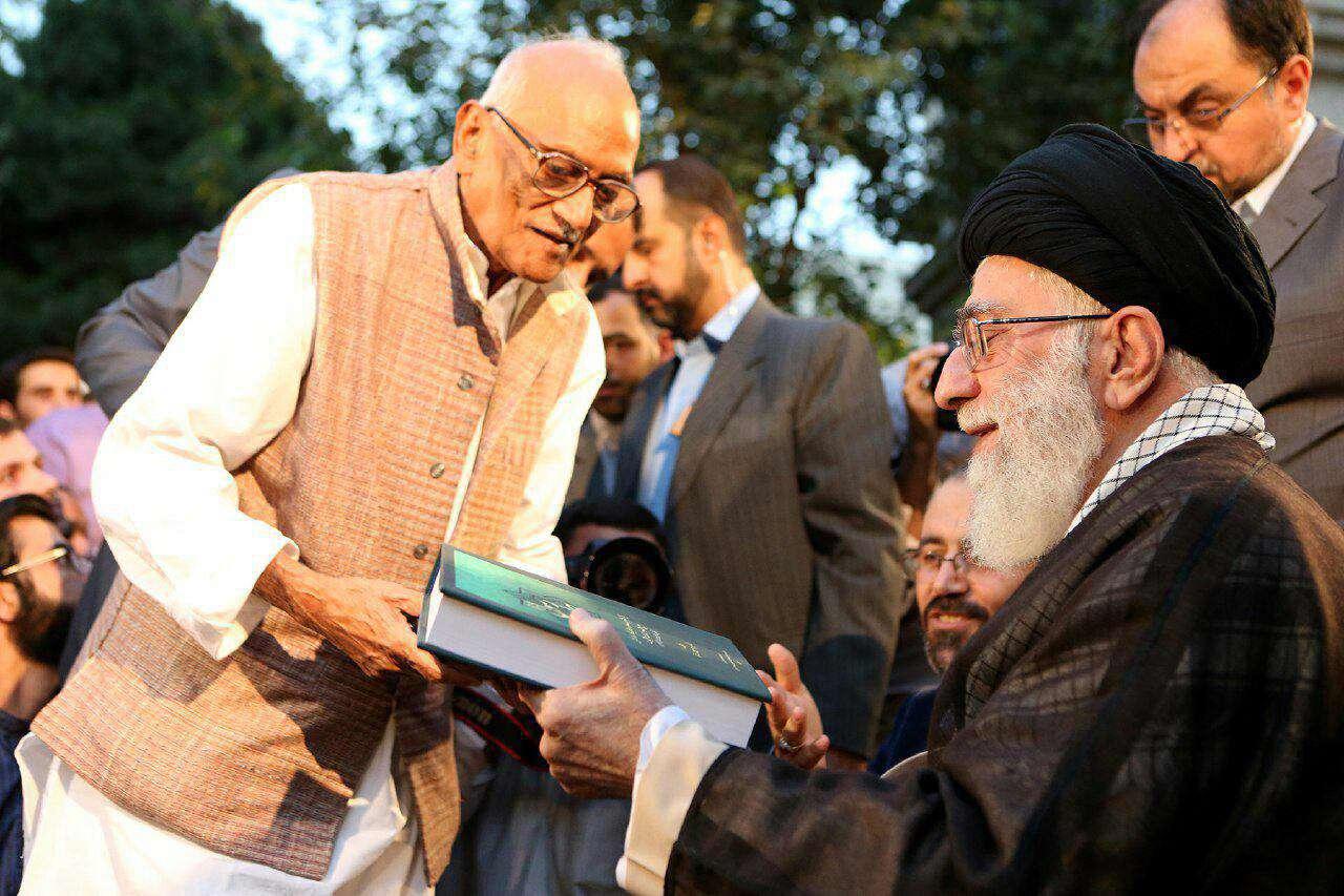 دکتر دهرمیندرنات، شاعر بزرگ و نامی هندوستان  که در دیدار شاعران با رهبر انقلاب نیز شعر خوانده بود، درگذشت