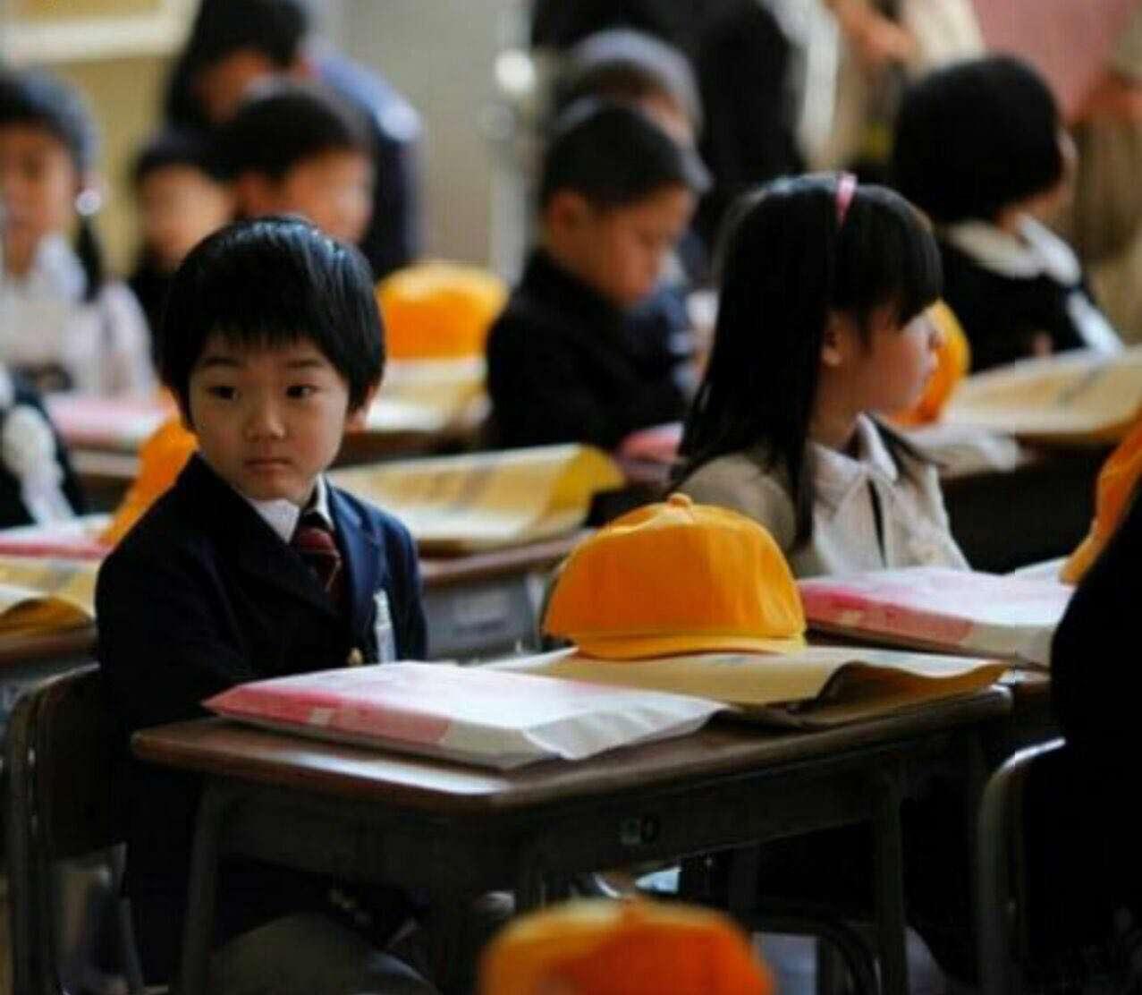 دانش آموزان ژاپنى تا کلاس چهارم هیچ امتحانى نمى دهند و فقط به یادگیرى عادات و رفتارهاى اجتماعى مى پردازند.