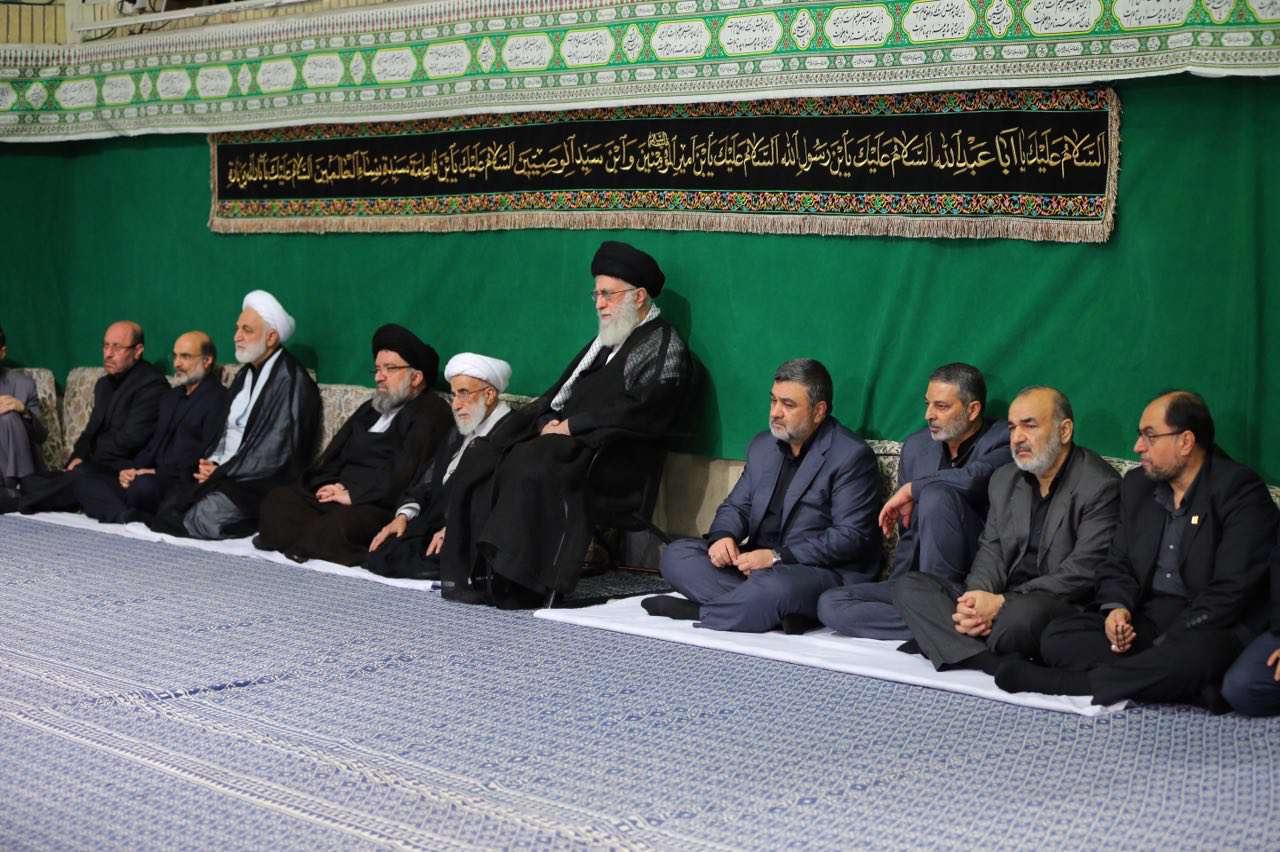 تصویری از شب اول مراسم عزاداری ایام محرم در حضور رهبر انقلاب