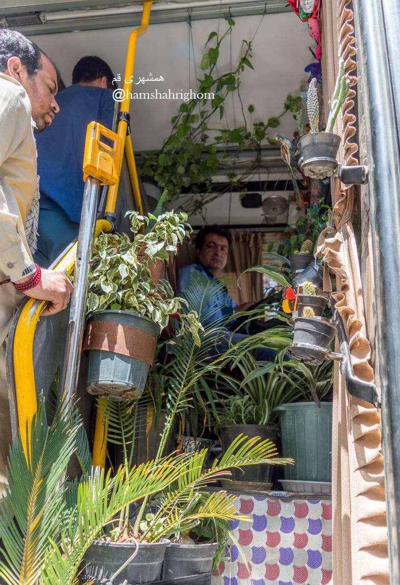 اتوبوس و گل های آقای مروتی