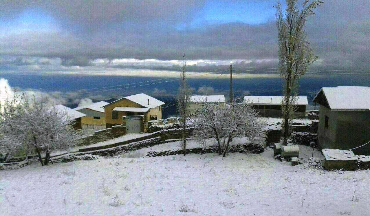 بارش برف پاییزی مناطقی از مازندران را سفید پوش کرد