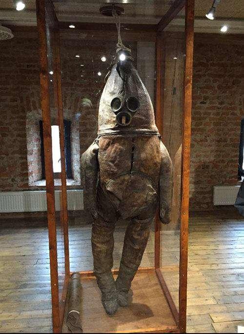 قدیمیترین لباس غواصی جهان