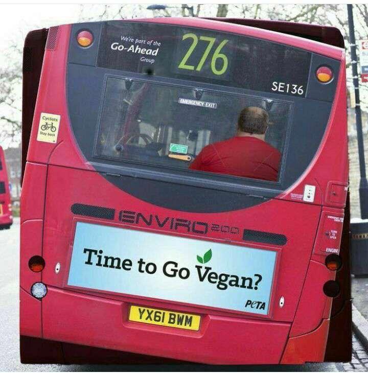 یک تبلبغ خلاقانه پشت اتوبوس شهری برای نشان دادن عواقب اضافه وزن