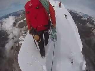 راه رفتن بر روی لبه کوه