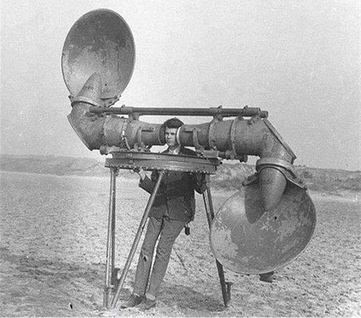 دستگاهی برای شنیدن صدای هواپیماهای دشمن قبل از اختراع رادار - سال 1920