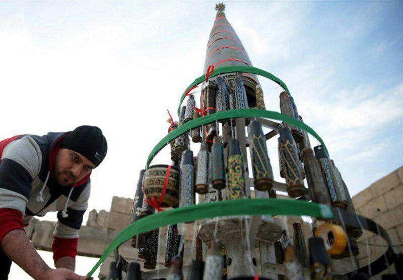 درخت کریسمس ساخته شده از پوکه مهمات در سوریه