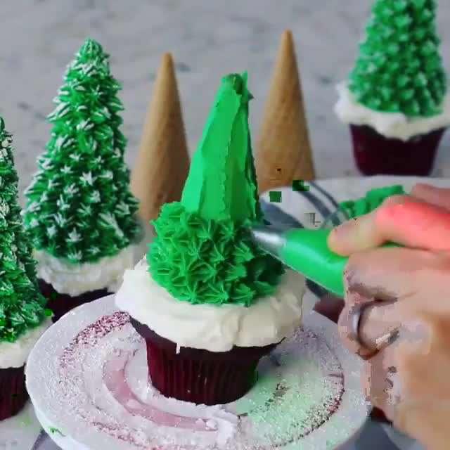 تزیین کاپ کیک به شکل درخت کاج