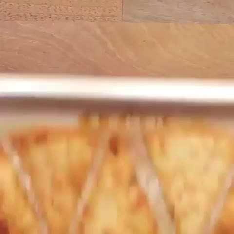 تصوير متحرك پيتزا با نان تورتيلا