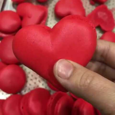 تصويرمتحرك شيريني ماكارون شكل قلب