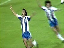 اهداف منتخبة من تاريخ كرة القدم 10