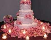تصویری از یک کیک تزئین شده