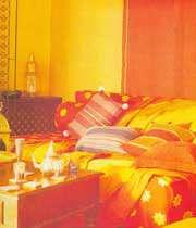 نمائی از دکوراسیون زرد و نارنجی