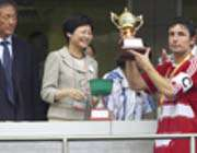 مارک فان بومل کاپیتان جدید بایرن با یادبود بازی در هنگ کنگ
