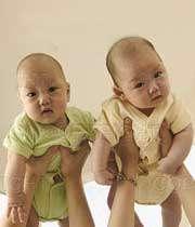 نوزادان دو قلو