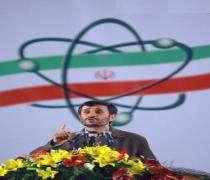 Mahmoud Ahmadinejad insiste sur la consolidation du droit nucléaire du peuple iranien .