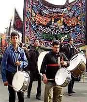 Ударные инструменты - неотъемлемая часть религиозных трауарных церемоний